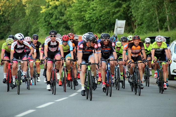 Présentation du Grand Prix cycliste UFOLEP au Hameau de Rouillon